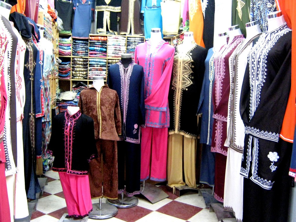 Wholesale Clothing- Top Tips For Accessorizing Outfits