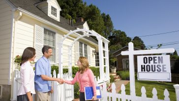 Unique Benefits of Hiring a Home Specialist for House Sale